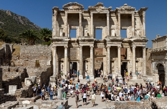 Crowds in front of the library at the Ephesus Ruins